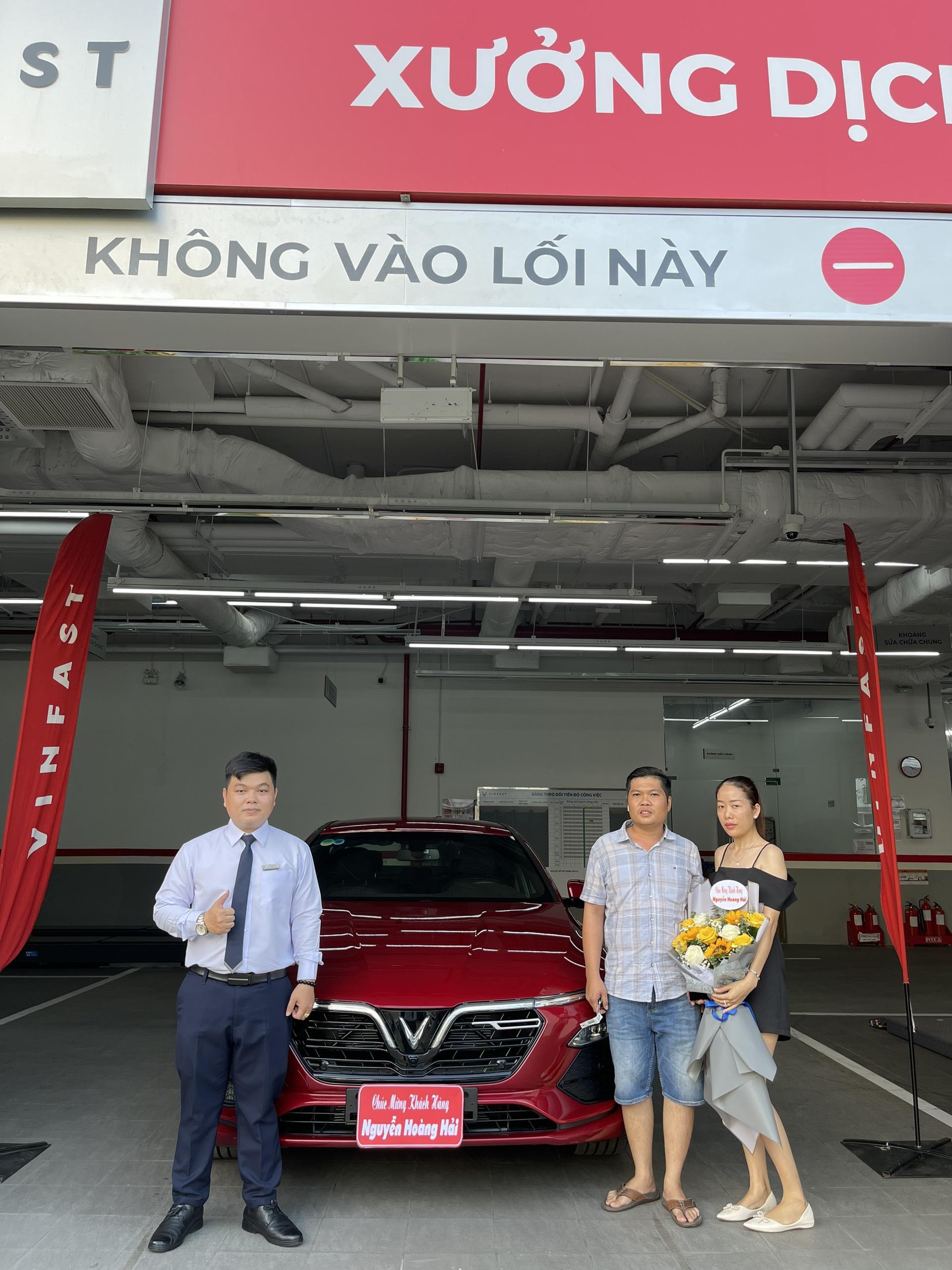 VinFast Tây Ninh 3S bàn giao xe VinFast Lux A2.0 tiêu chuẩn màu Đỏ đến với khách hàng Nguyễn Hoàng Hải
